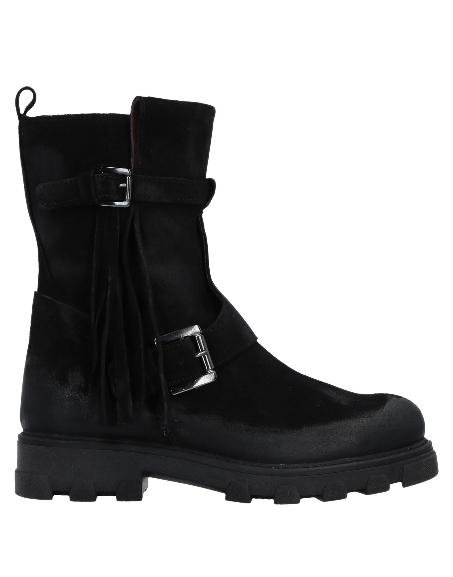 MANAS Ankle Boot in Black