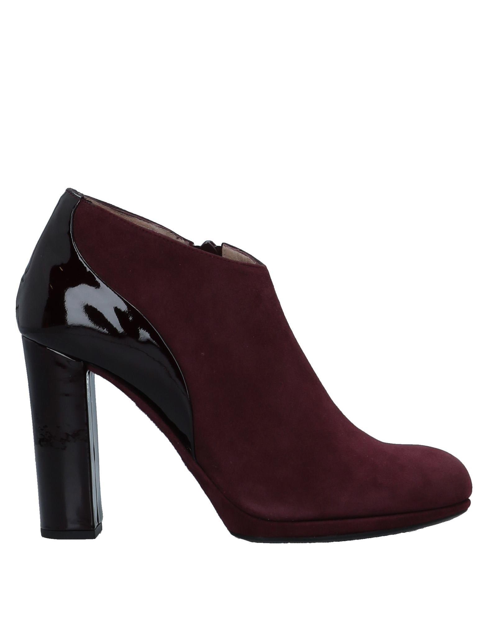 UNISA Ankle Boot in Deep Purple