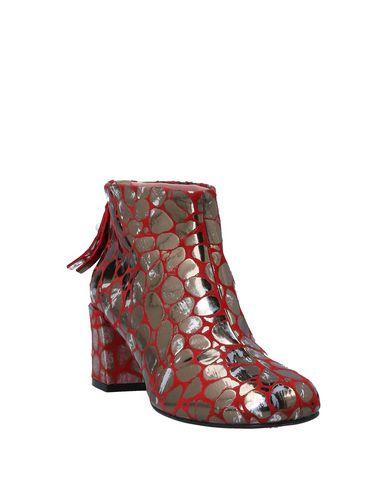 Фото 2 - Полусапоги и высокие ботинки от TIPE E TACCHI красного цвета