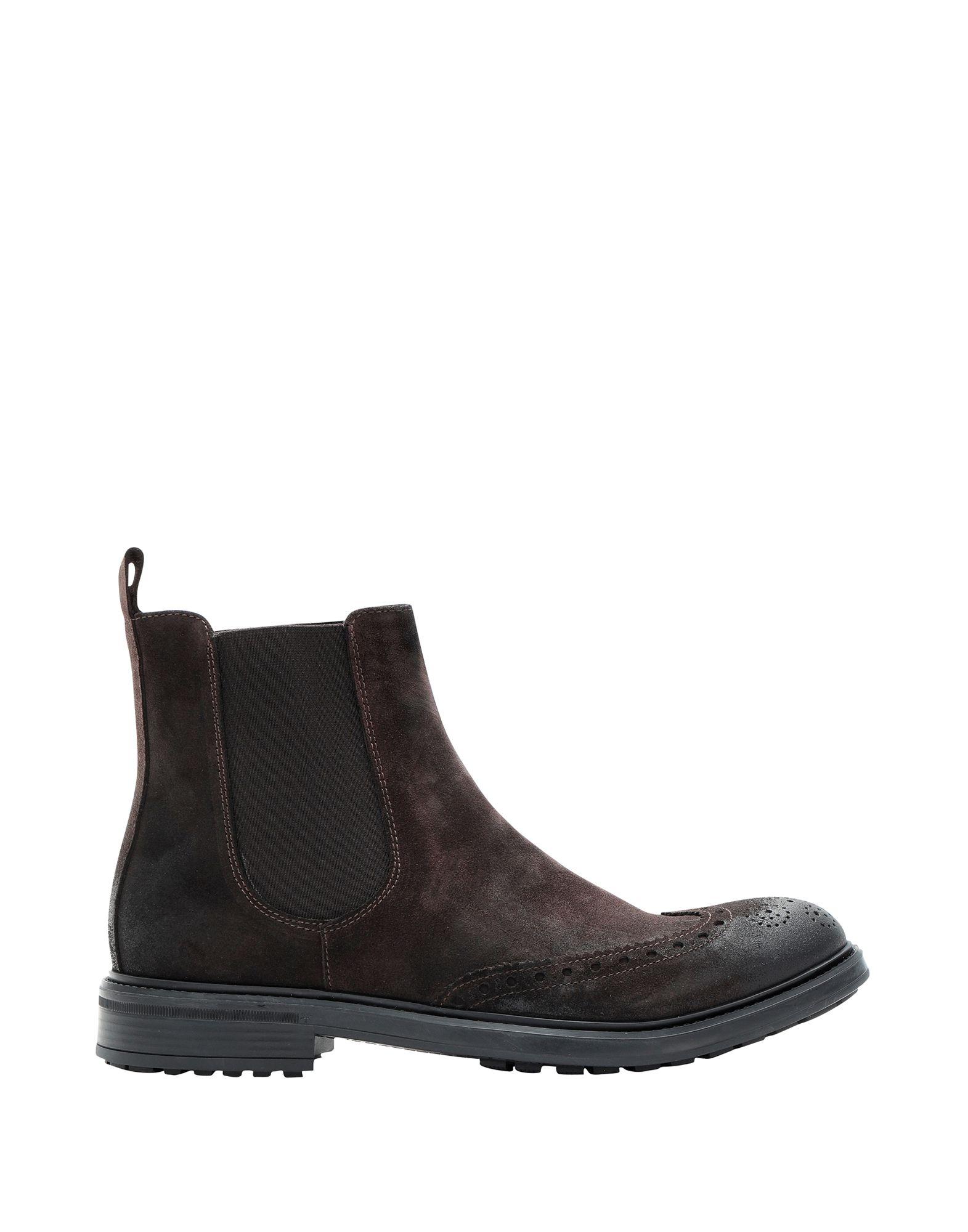 EVEET Boots in Dark Brown