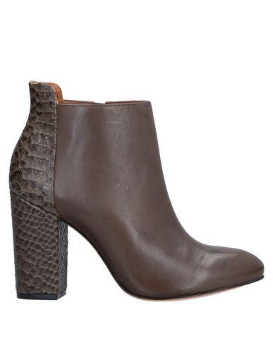 Фото - Полусапоги и высокие ботинки от PANELLA коричневого цвета