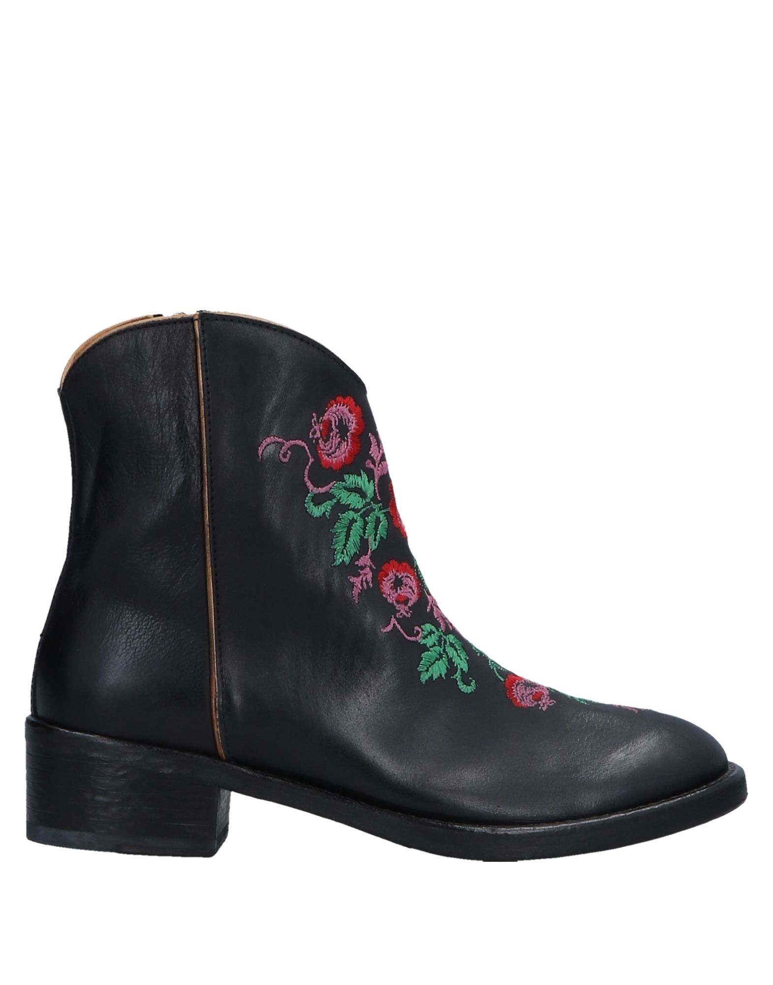 SEBOY'S Ankle Boot in Black