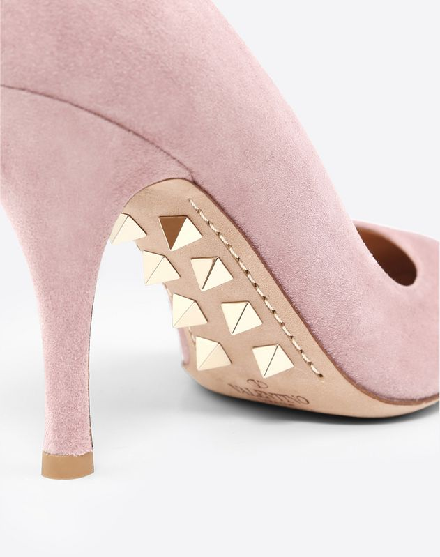 Pump with studded sole