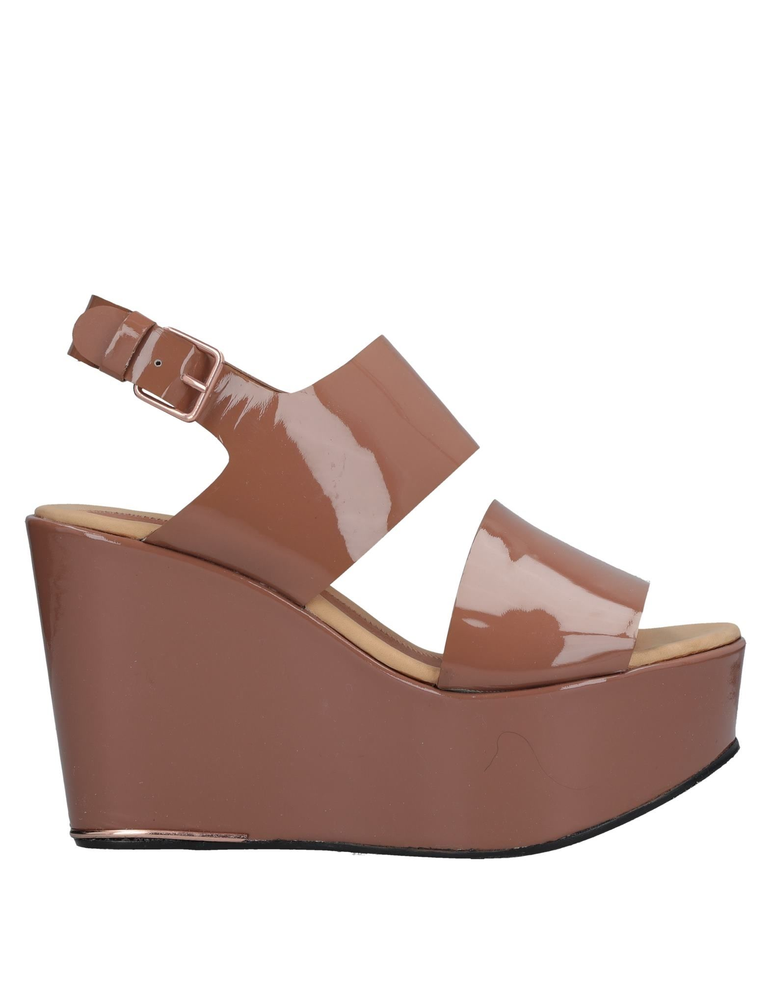 AVELON Sandals in Brown