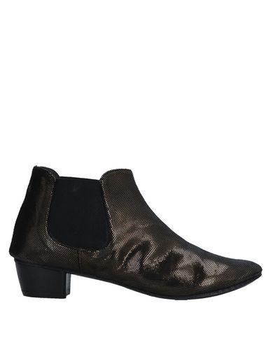 Полусапоги и высокие ботинки KUDETA