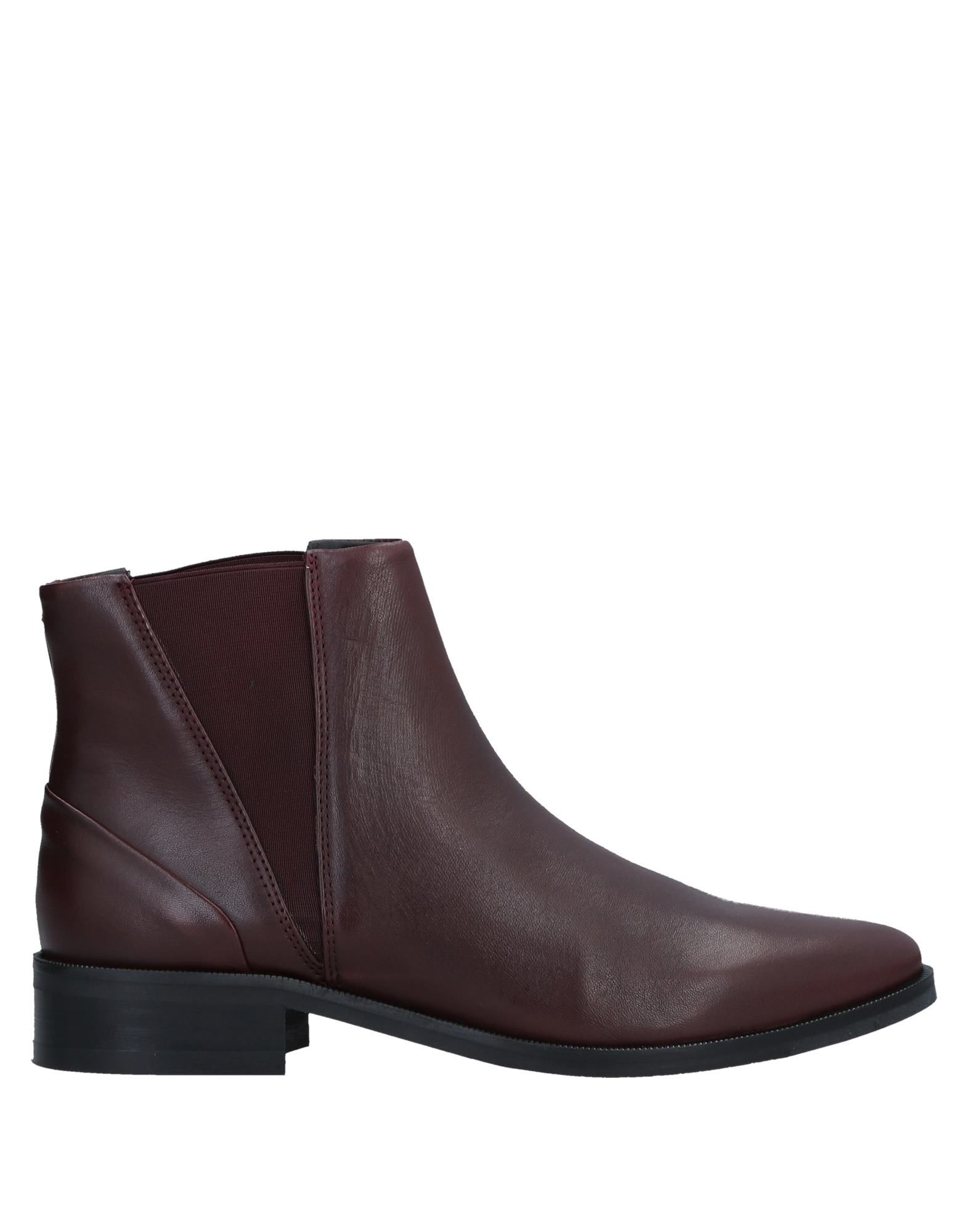 ROYAL REPUBLIQ Ankle Boot in Maroon
