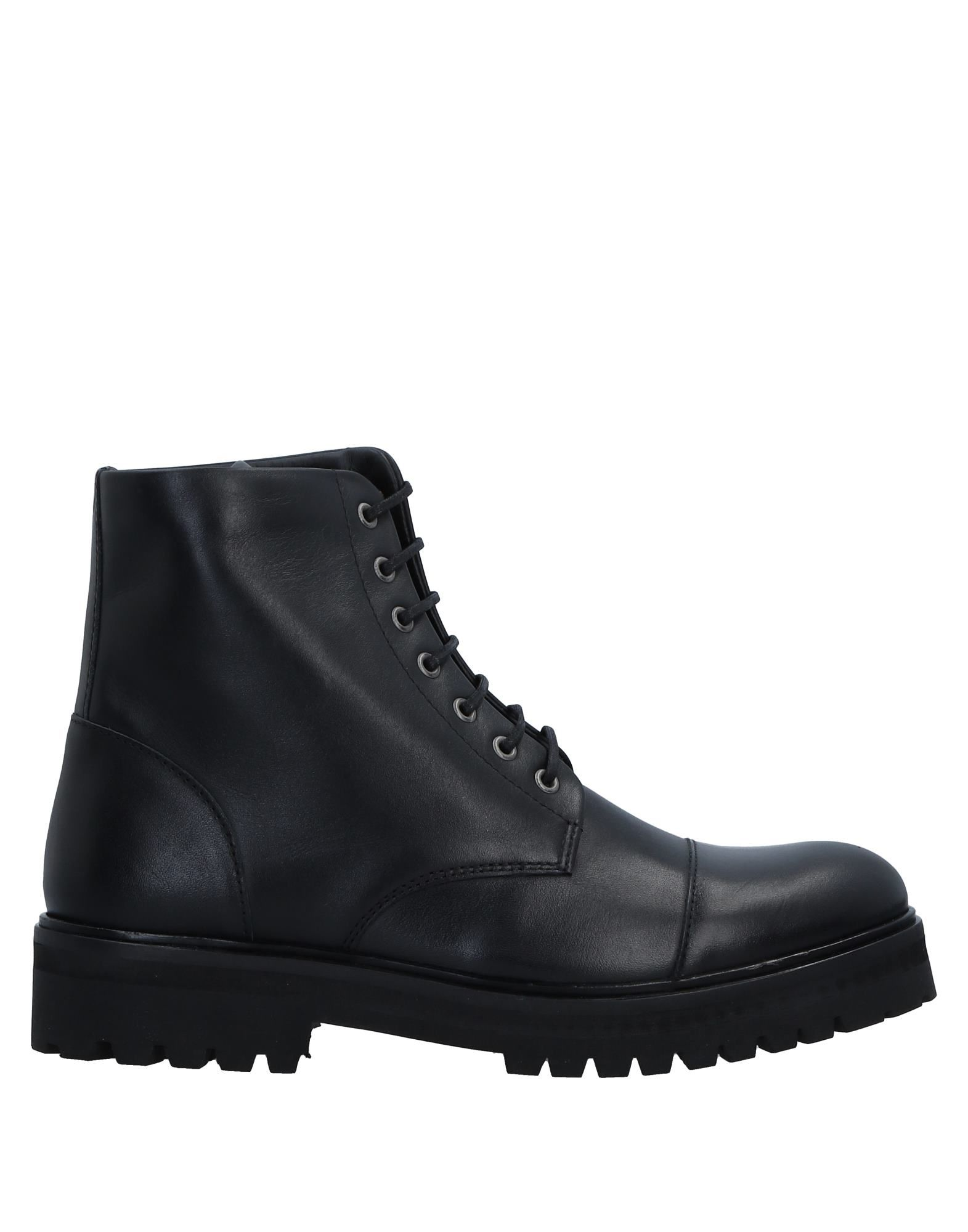 ROYAL REPUBLIQ Ankle Boot in Black