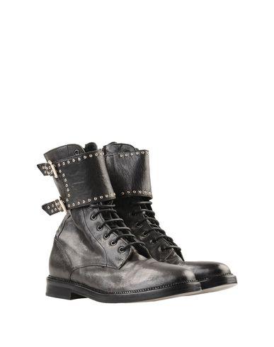 Фото 2 - Полусапоги и высокие ботинки от LEMARÉ черного цвета