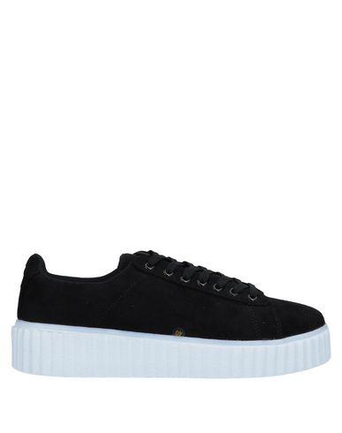 Низкие кеды и кроссовки от AMUST