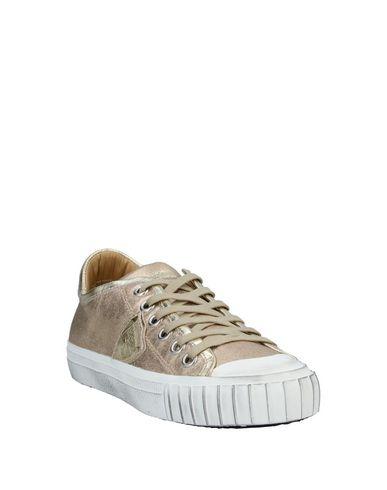Фото 2 - Низкие кеды и кроссовки от PHILIPPE MODEL золотистого цвета