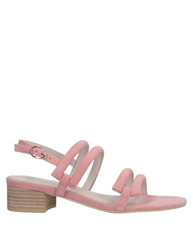 INTENTIONALLY_______.    Sandales femme