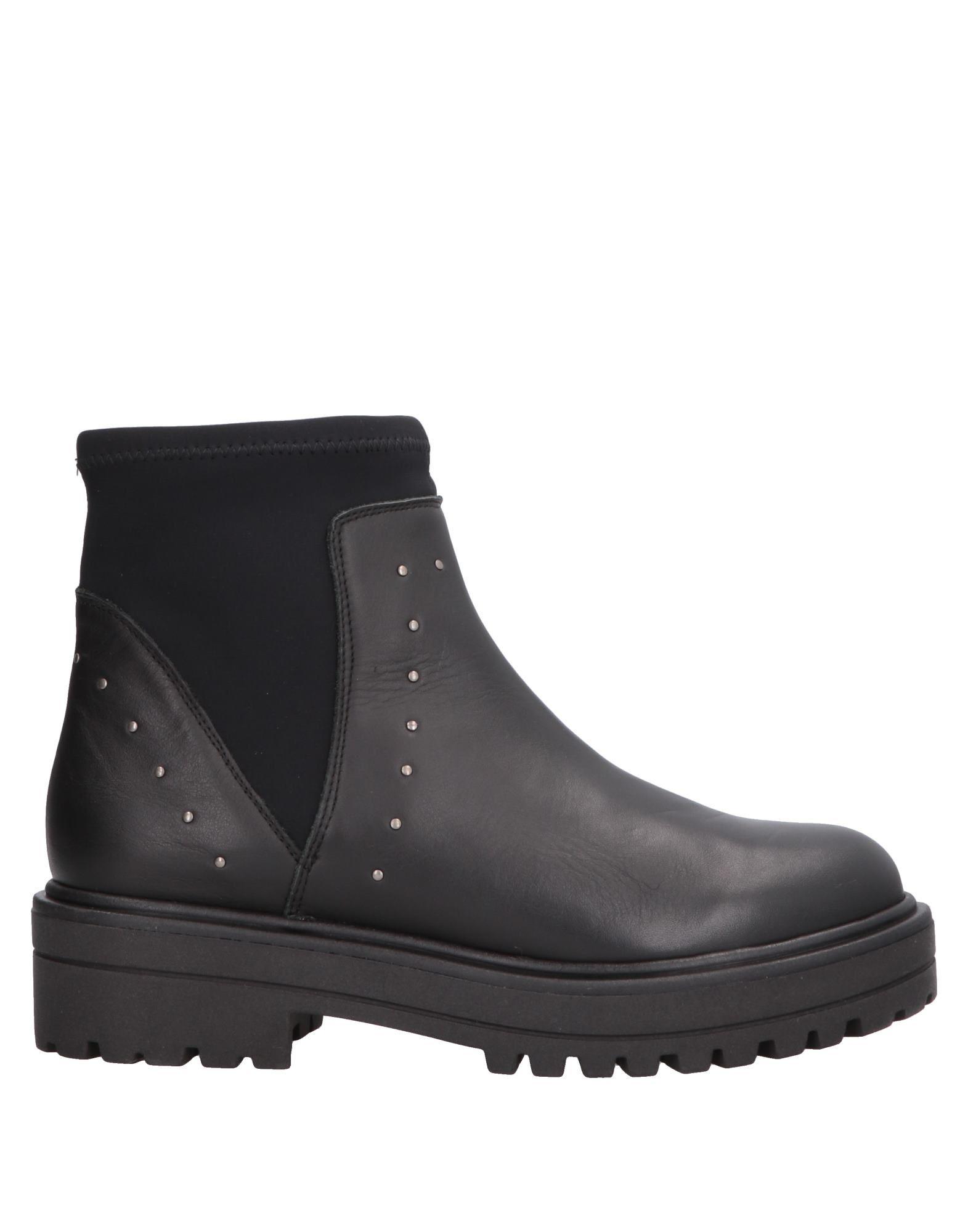CLAUDIA BY ISABERI Полусапоги и высокие ботинки