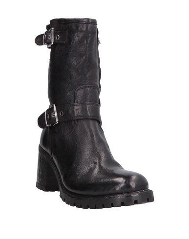 Фото 2 - Полусапоги и высокие ботинки от OPEN CLOSED  SHOES черного цвета