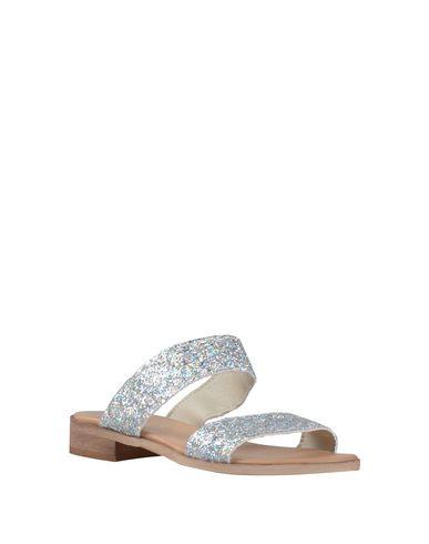 Фото 2 - Женские сандали DONNA ITALIA светло-серого цвета