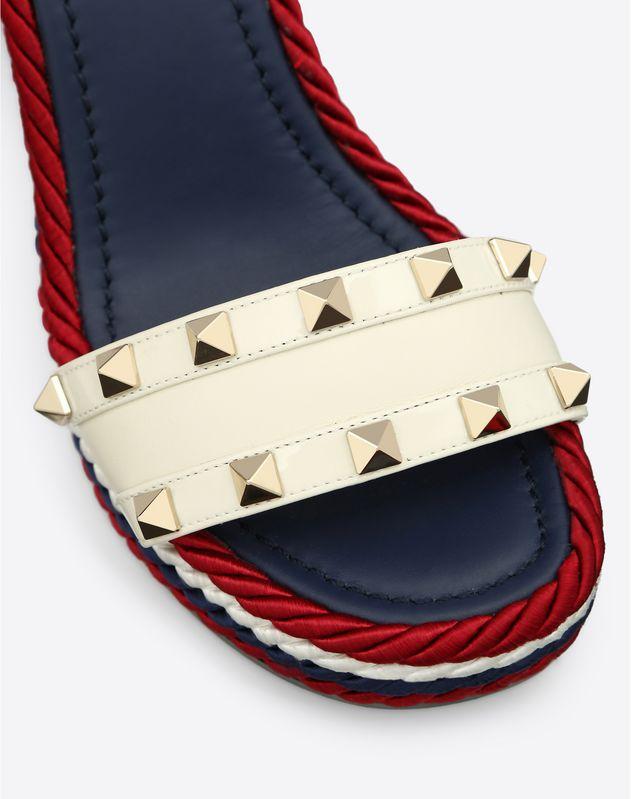 多色铆钉装饰 115mm 坡跟凉鞋