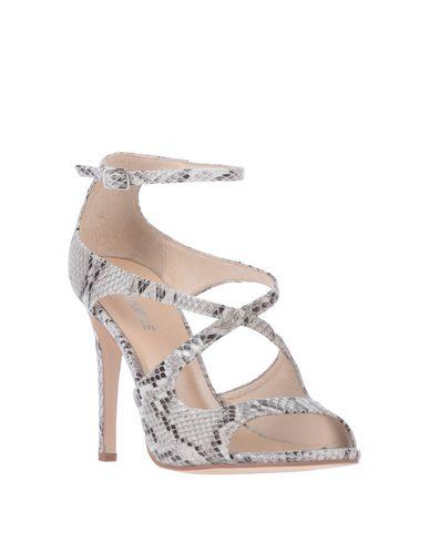 Фото 2 - Женские сандали AQUARELLE светло-серого цвета