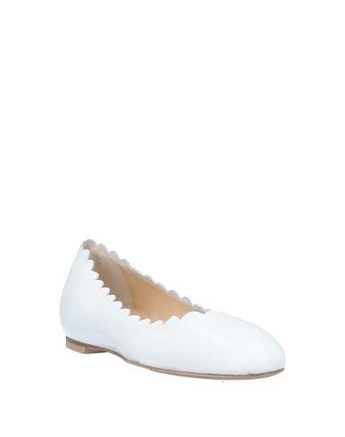 Фото 2 - Женские балетки  белого цвета