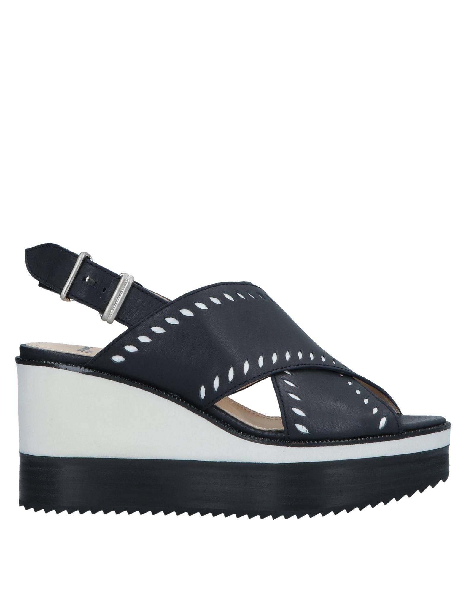 черные туфли с ремешком на каблуке