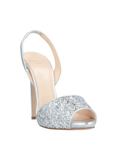 Фото 2 - Женские сандали  серебристого цвета