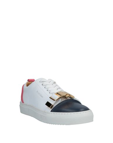 Фото 2 - Низкие кеды и кроссовки от BUSCEMI белого цвета
