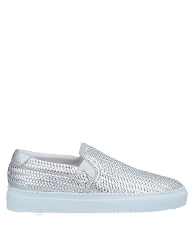 Фото - Низкие кеды и кроссовки от STOKTON серебристого цвета