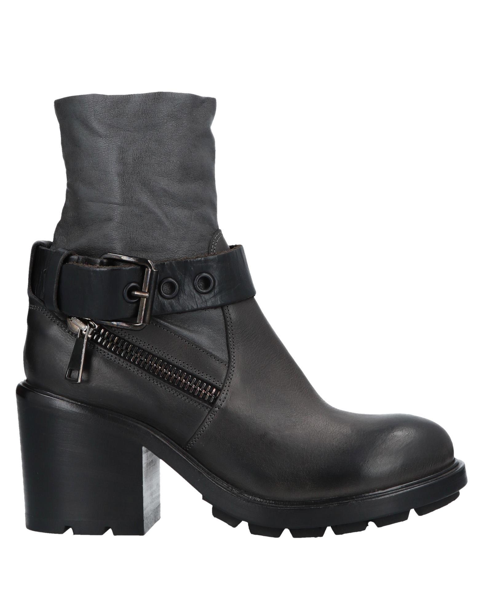 STRATEGIA Полусапоги и высокие ботинки