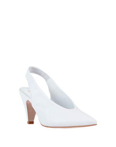 teen-trixie-model-nn-white