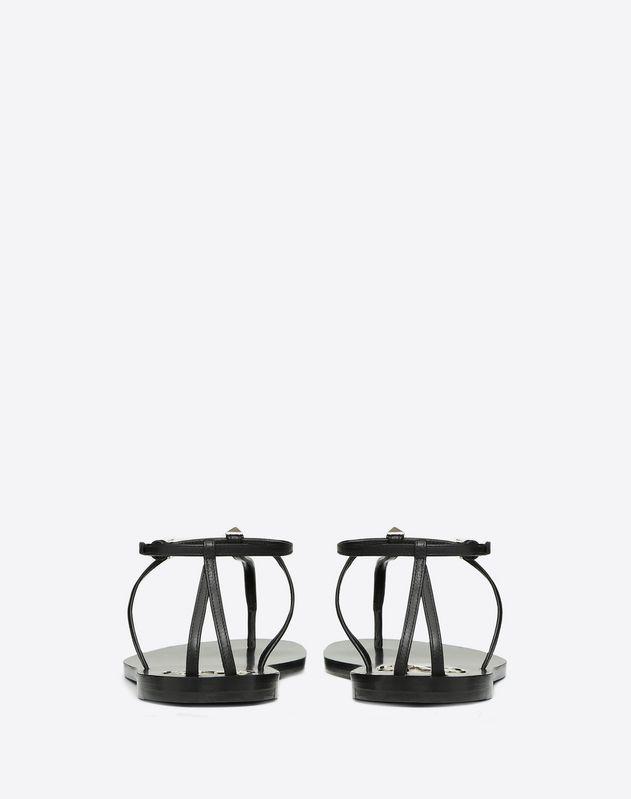Sandales à entre-doigts VLOGO avec clous appliqués. Talon: 5 mm