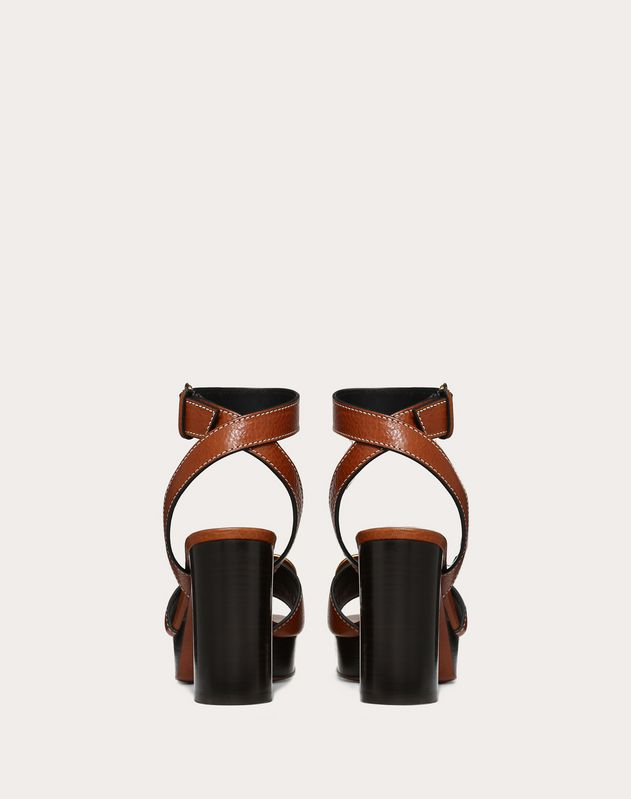 Grainy cowhide sandal with Go Logo detail 100 mm