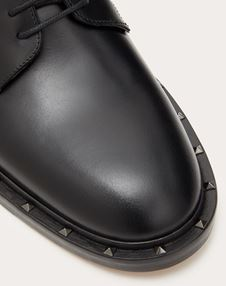 SEMI-GLOSS CALFSKIN STUDDED DERBY
