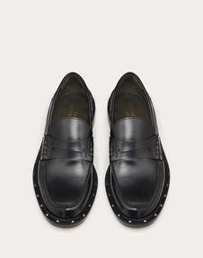铆钉装饰半亮泽小牛皮莫卡辛鞋