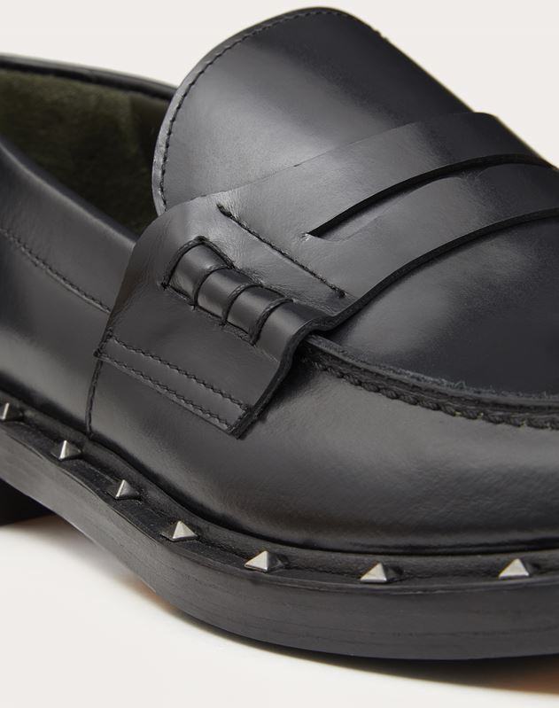 SEMI-GLOSS CALFSKIN STUDDED MOCCASIN