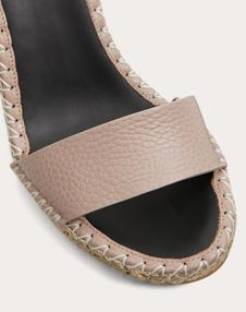 Rockstud Double Grainy Calfskin Wedge Sandal 95 mm