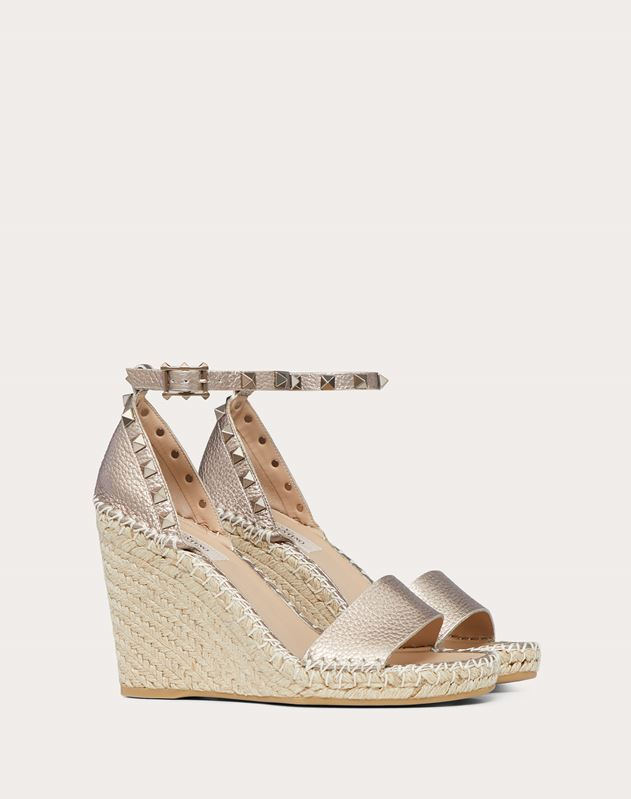Rockstud Double Laminated Grainy Calfskin Leather Wedge Sandal 105 mm