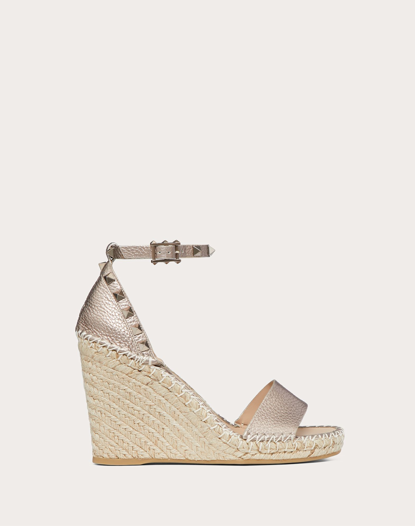 Rockstud Double Metallic Grainy Calfskin Leather Wedge Sandal 105 mm