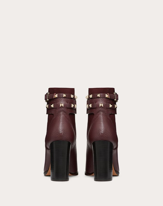 Bottines Rockstud en cuir de veau grainé. Talon : 90 mm