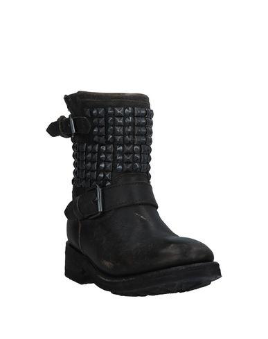 Фото 2 - Полусапоги и высокие ботинки темно-коричневого цвета