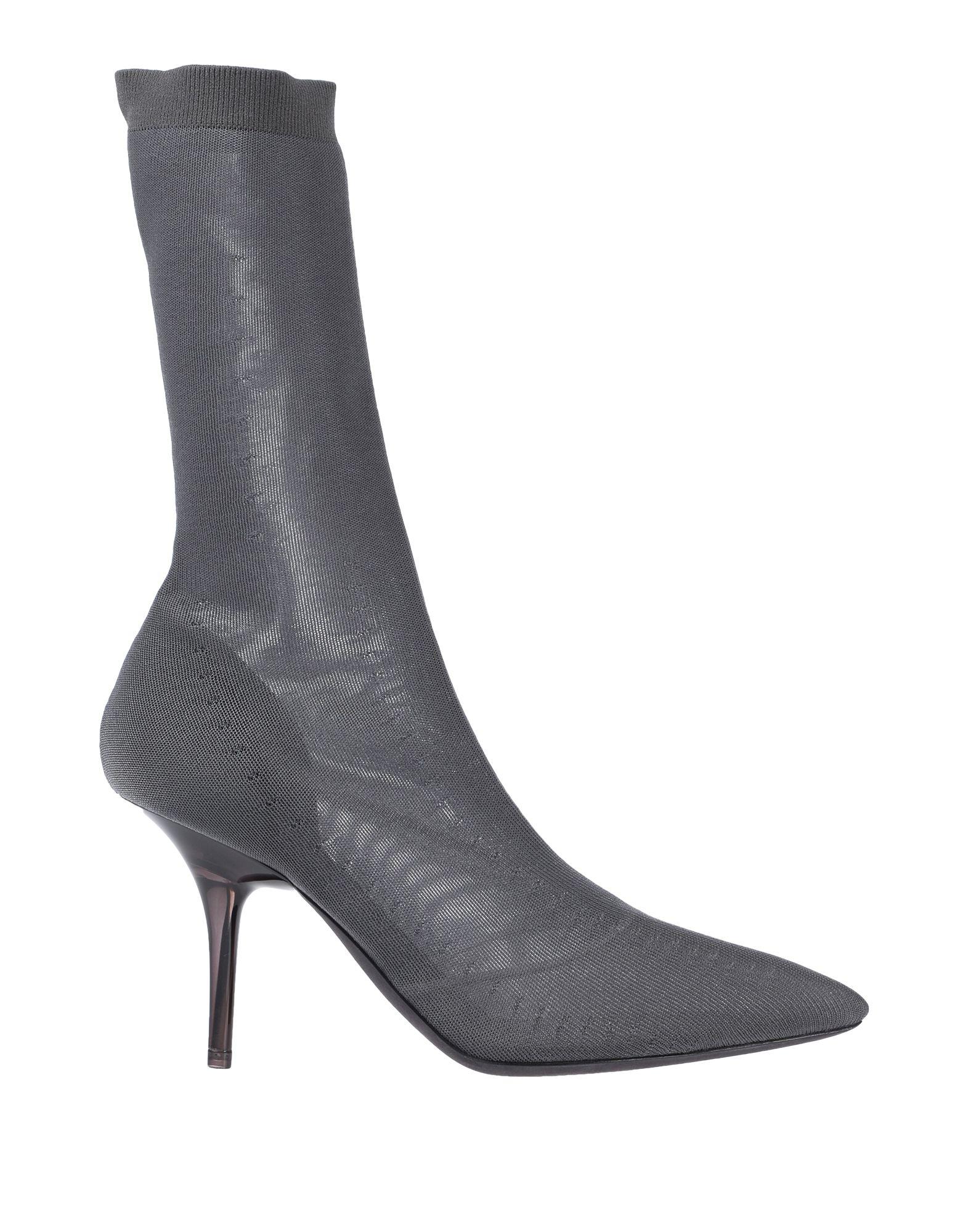 YEEZY Полусапоги и высокие ботинки
