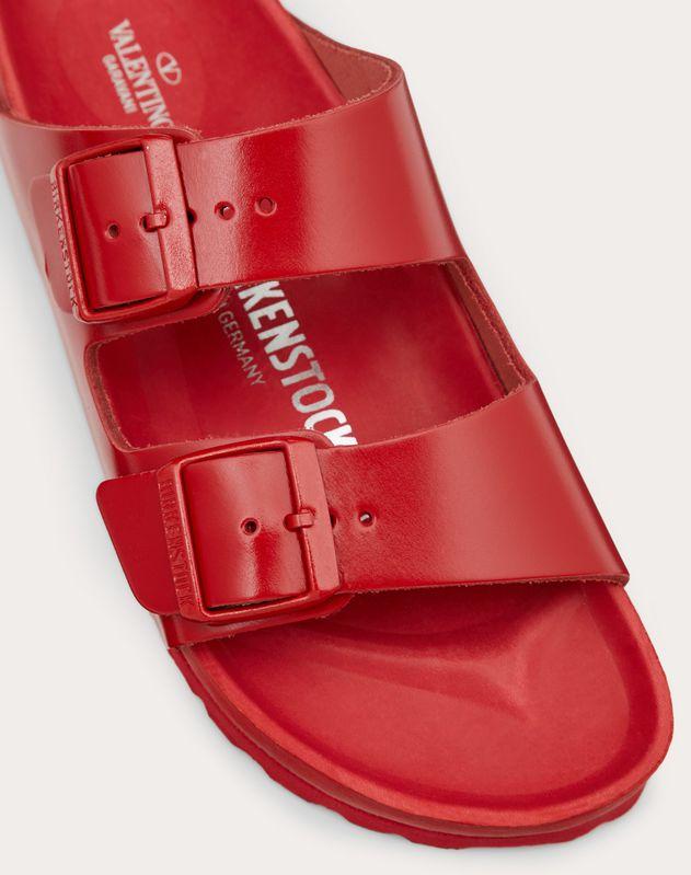 Кожаные сандалии, созданные в сотрудничестве с Birkenstock