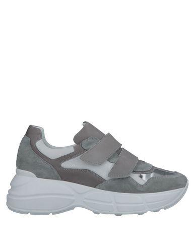 Купить Низкие кеды и кроссовки от LEMARÉ серого цвета