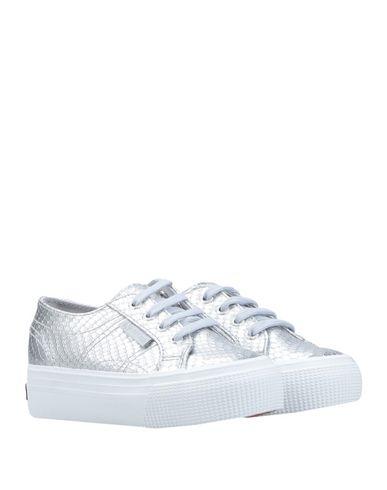 Фото 2 - Низкие кеды и кроссовки от SUPERGA серебристого цвета