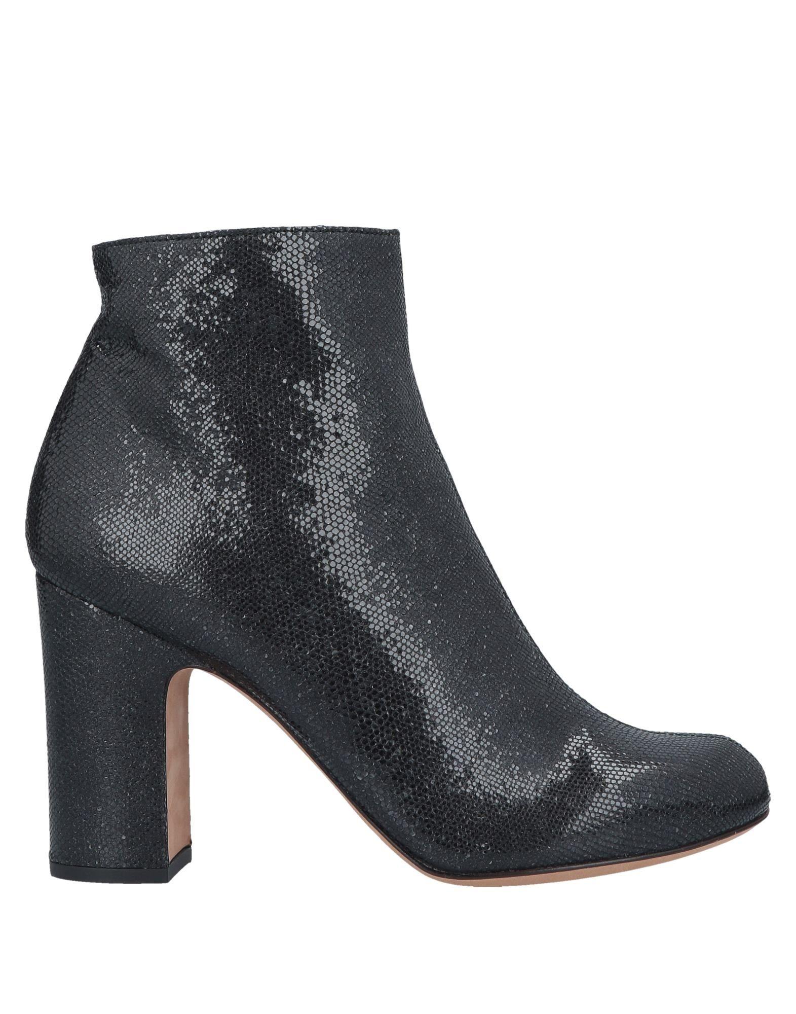 цены CHIE by CHIE MIHARA Полусапоги и высокие ботинки