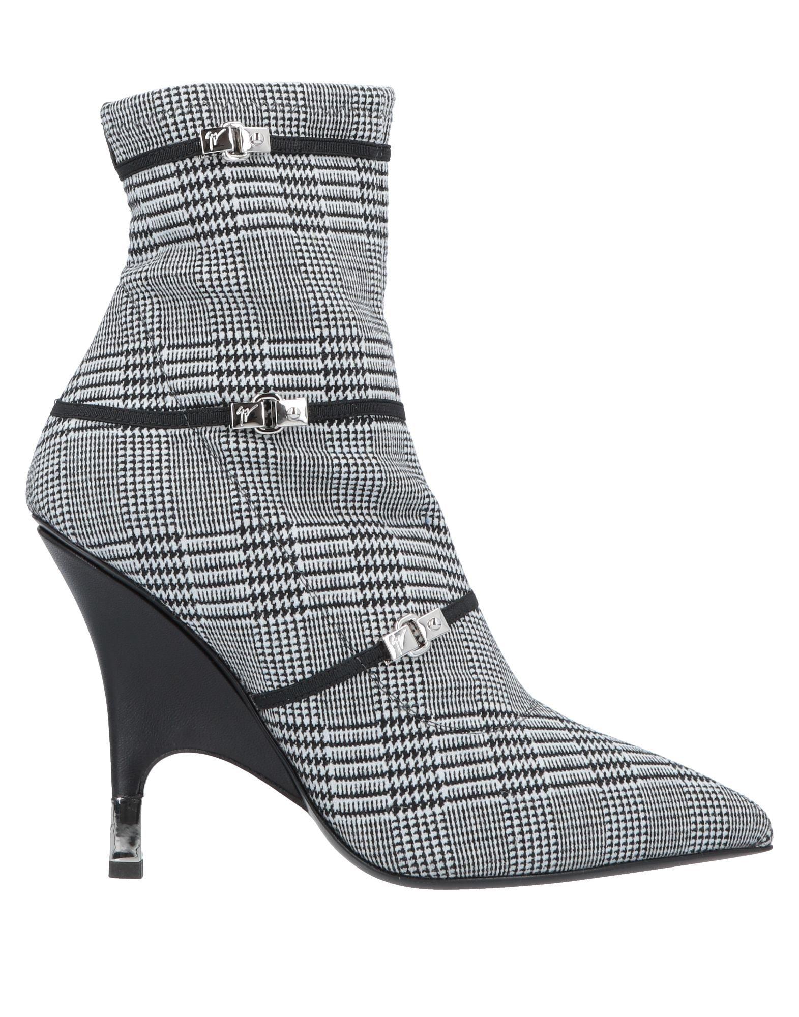 GIUSEPPE ZANOTTI | GIUSEPPE ZANOTTI Ankle Boots 11705067 | Goxip