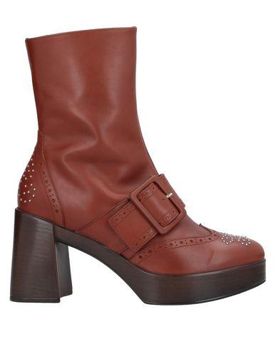 Купить Полусапоги и высокие ботинки от JEANNOT коричневого цвета