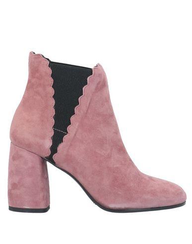 Фото - Полусапоги и высокие ботинки от CARRIE LATT пастельно-розового цвета