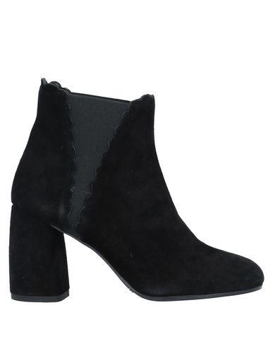 Фото - Полусапоги и высокие ботинки от CARRIE LATT черного цвета