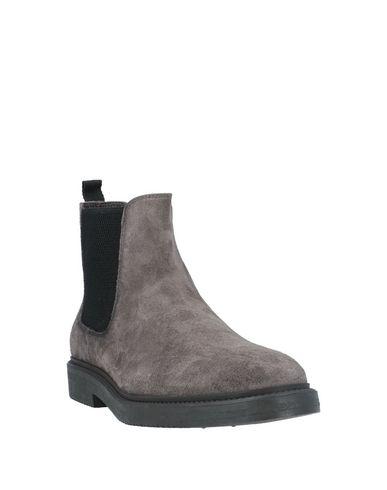 Фото 2 - Полусапоги и высокие ботинки от CARMINE DURSO серого цвета