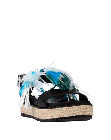 Фото 2 - Женские сандали STOKTON темно-коричневого цвета