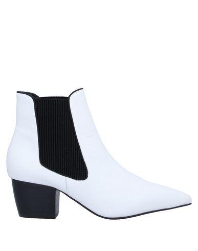 Фото - Полусапоги и высокие ботинки белого цвета