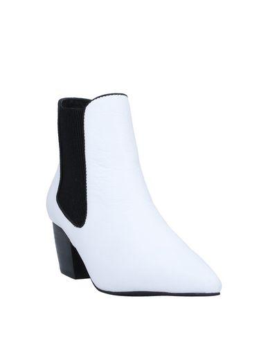 Фото 2 - Полусапоги и высокие ботинки белого цвета